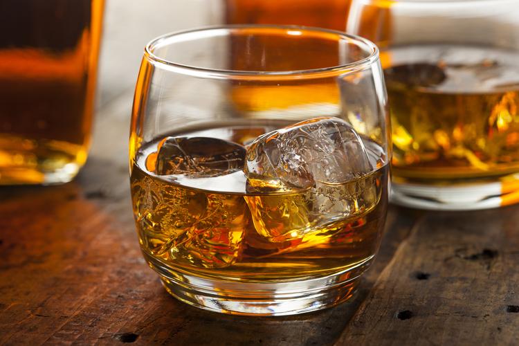 Alkoholno piće sa ledom