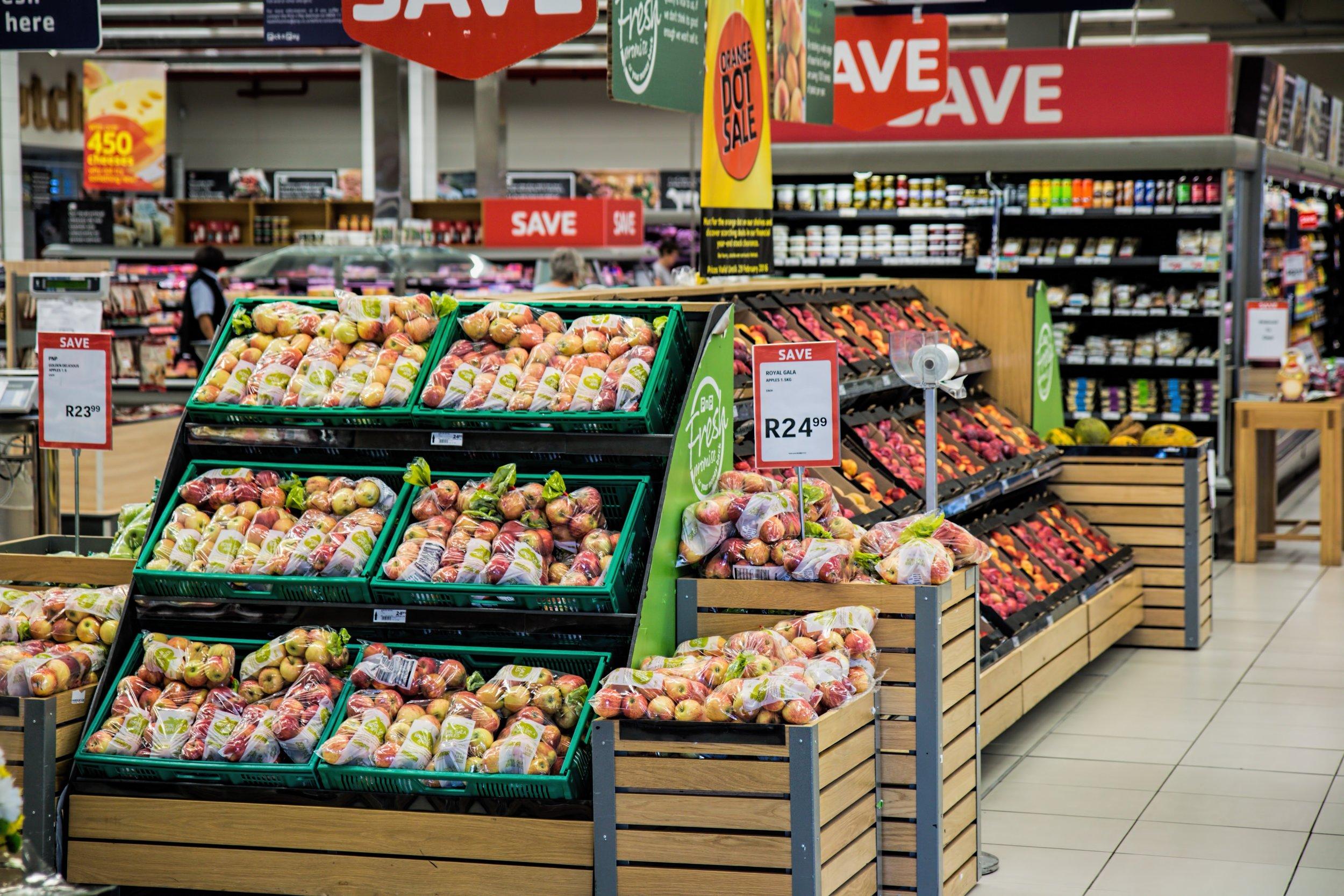 Voće i povrće u marketu